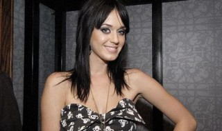 Katy Perry enceinte ? Elle dément !