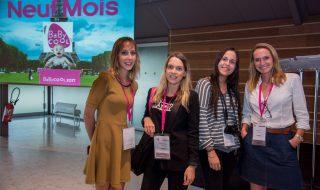 La team Neuf Mois réunie autour d'un joyeux cocktail avec les exposants du salon Baby Cool 2017 !
