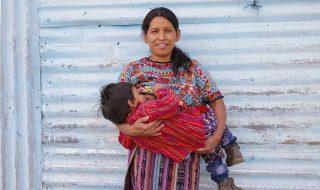 Une photographe fait le tour du monde pour dévoiler le visage des mères allaitantes