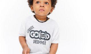 Vidéo : Vous allez être époustouflé par le talent de batteur de cet enfant de deux ans !