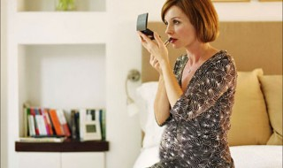 Les astuces pour être la plus belle des futures mamans au Réveillon