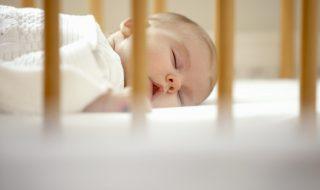 En Europe, un lit de bébé sur deux présenterait un défaut grave