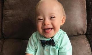 Un enfant trisomique devient le nouveau visage d'une marque de repas pour bébés