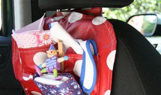 DIY pratique pour accrocher les affaires de bébé dans la voiture