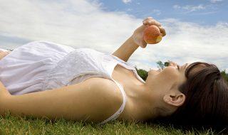 Enceinte cet été : 6 conseils pour avoir une belle peau