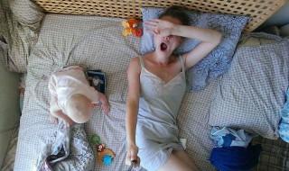 Pas de répit pour cette jeune maman qui nous illustre son quotidien en mode selfie