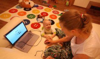 Le premier mot de ce bébé n'était ni papa ni maman, mais un mot de petit geek !