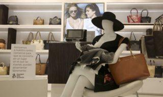 Allaitement en public : à quoi servent les mannequins installés dans ce centre commercial colombien ?