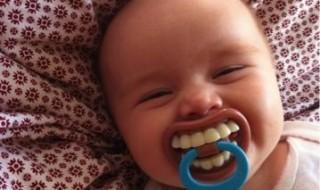 Quand bébé nous montre toutes ses dents !