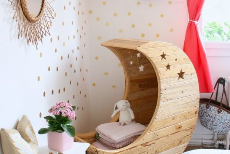 le berceau du jour en forme de lune. Black Bedroom Furniture Sets. Home Design Ideas