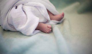 Pourquoi le petit Nolan, âgé de 8 mois, n'existe pas aux yeux de l'État ?