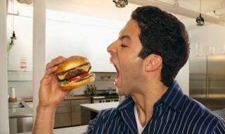 Papa, fais attention à ce que tu manges ou bébé aura des problèmes de santé !