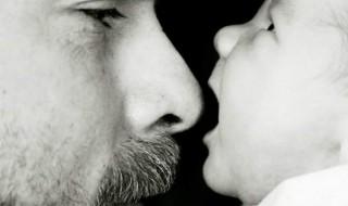 19 photos qui montrent que papa est prêt à tout pour bébé