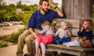 Ce papa nous fait bien rire en partageant sur Twitter ses conversations délirantes avec ses filles !