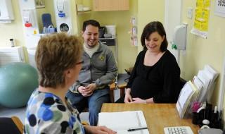 5 raisons d'aller à l'entretien prénatal prévu avec une sage-femme