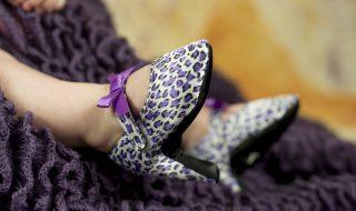 Cette marque américaine crée une véritable polémique avec ses chaussures pour bébé pas comme les autres….