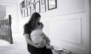 Câlins, rires, pleurs, la preuve en photos que c'est intense une vie de maman !