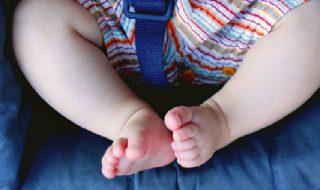Pour ce petit bébé de 8 mois, heureusement que ce policier passait par-là…