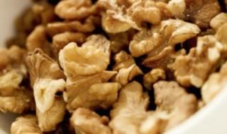 Pour avoir un bébé, faites manger des noix au futur papa !