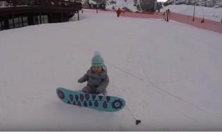 Âgée de 14 mois c'est elle la future championne de snowboard