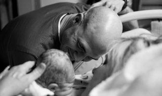 18 photos qui nous dévoilent cette première rencontre magique entre un papa et son bébé