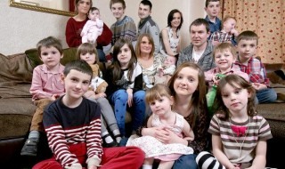 La plus grande famille de Grande-Bretagne accueille son 17e enfant!