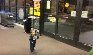 Les portes automatiques c'est de la magie pour bébé