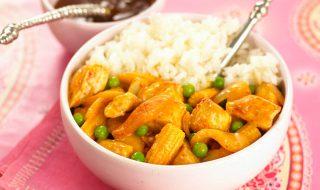 Poulet au curry et lait de coco, accompagné de riz pour bébé à partir de 12 mois