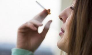Après l'accouchement, 43% des femmes reprennent la cigarette