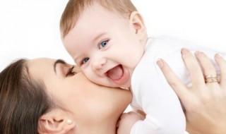 Réussir la première séparation avec bébé