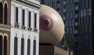 Une sculpture gigantesque et étonnante a pris place à Londres pour soutenir l'allaitement en public !