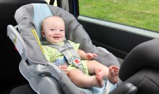 Les enfants changent de sièges auto trop tôt