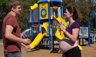 Enceinte de jumeaux, elle réalise un time-lapse plein d'humour pour retracer sa grossesse