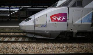 Quelle mésaventure est donc arrivée à ce bébé dans un train?