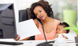 Pour ou contre travailler à la maison tout en s'occupant de bébé?