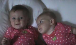 Vidéo : ces jumelles nous prouvent à quel point le rire peut être contagieux !
