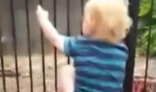 De quelle manière cette maman pousse-t-elle la sonnette d'alarme concernant la sécurité autour des piscines ?