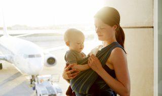 Cette nounou partage ses 9 astuces pour voyager en avion avec bébé