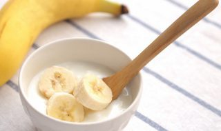 Yaourt à la crème de banane pour bébé à partir de 6 mois