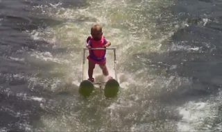 La nouvelle pro du ski nautique ? Zyla, 6 mois, 9 kilos, 76 centimètres