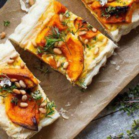 Pizza à la purée de citrouille et ses petits choux
