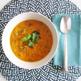 Soupe de lentilles cuisinée à l'indienne